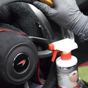 czyszczenie kierownicy McLarena