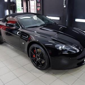 Aston Martin Vantage 8