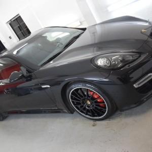 Porsche Panamera GTS 12
