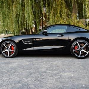 oklejony bezbarwną folią czarny Mercedes GTS AMG 4