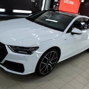 oklejone białą folią ochronną Audi S7