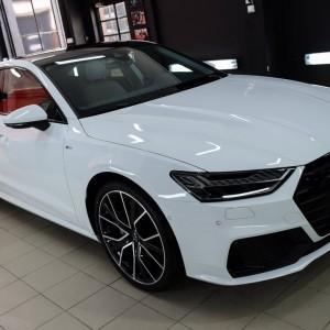 oklejone białą folią ochronną Audi